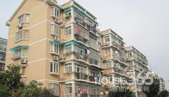 华信花苑4楼,精装修满5年,面积123平,98万。
