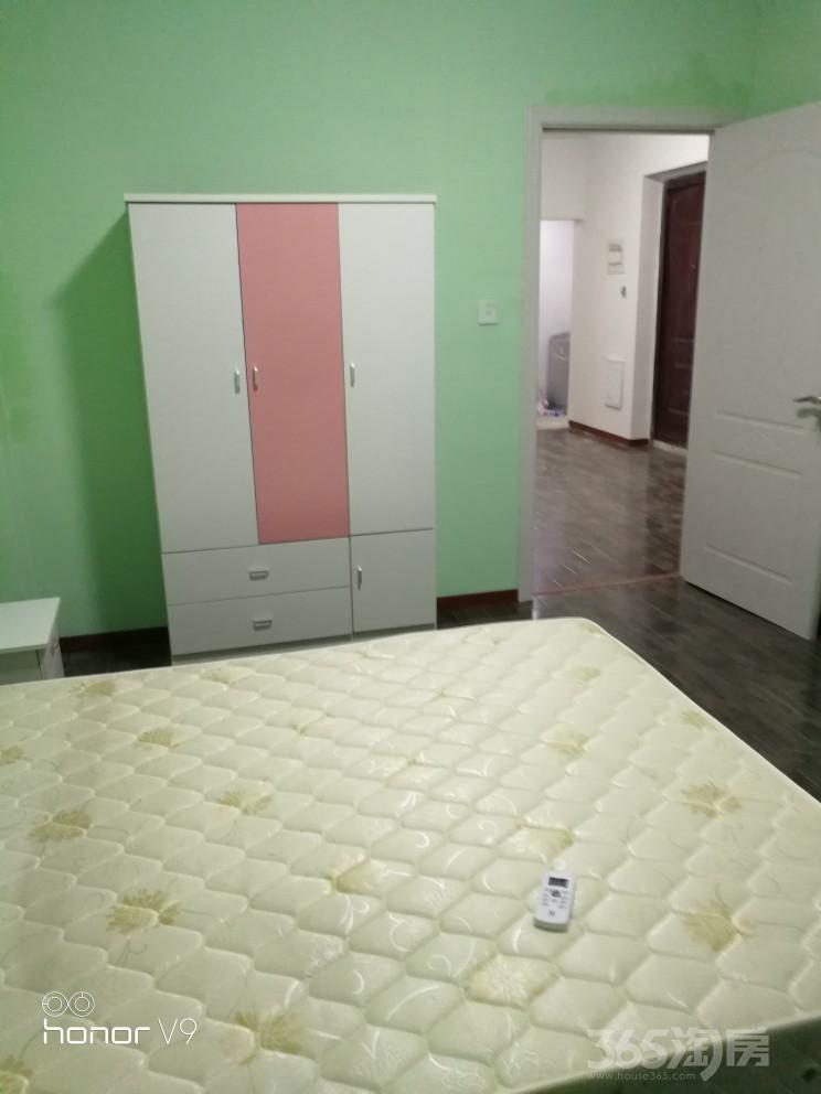 小城春秋3室1厅1卫89平米整租精装