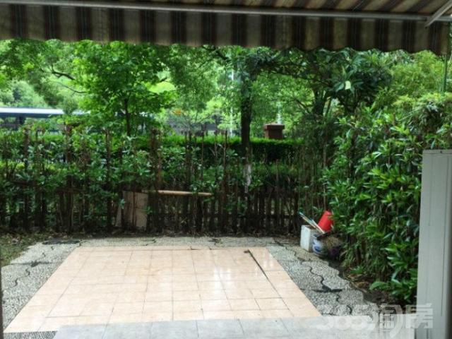伊顿花园 洋房别墅区三房两卫欧式地暖一楼带花园院子斜躺老街旁