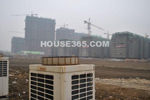 栖霞东方天郡正在建设中的工程(2012-7-25摄)