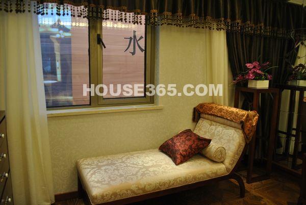 栖霞东方天郡B海尚尊邸147平户型卧室里面的躺椅