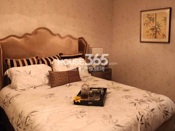 135平米样板间实景-卧室