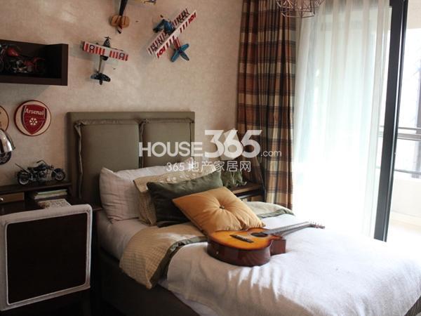 105平米样板间实景-卧室