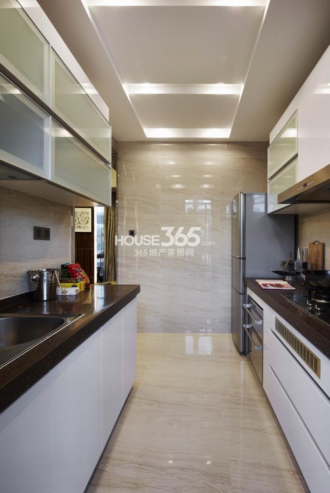 越秀星汇城123方样板房 B2区A户型--厨房