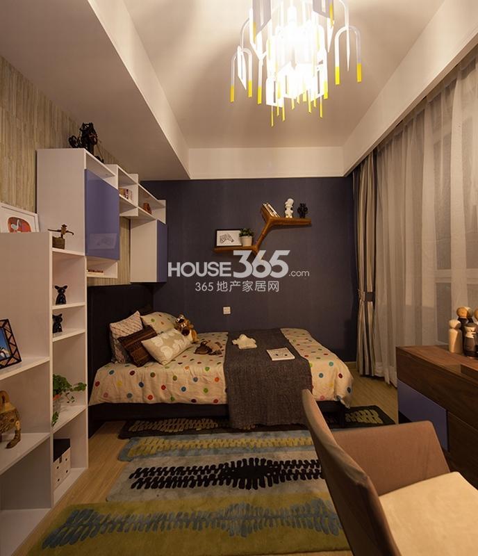 国润城样板间-卧室(2013年6月25日)
