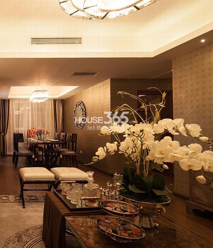 国润城样板间-客厅和餐厅(2013年6月25日)