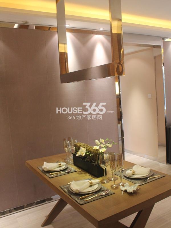 B户型 三房两厅两卫 110平——餐厅