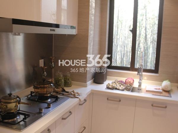 B户型 三房两厅两卫 110平——厨房