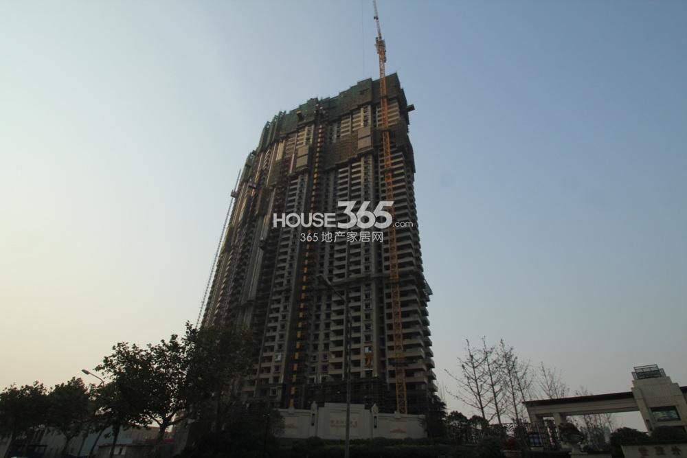 世茂外滩新城6号楼外立面已经开始建设(11.11)