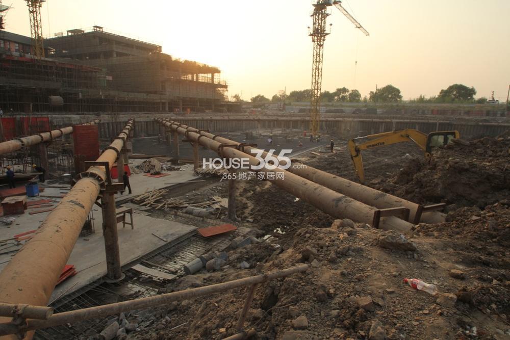 世茂外滩新城临近的茂悦港在建下沉式广场(11.11)