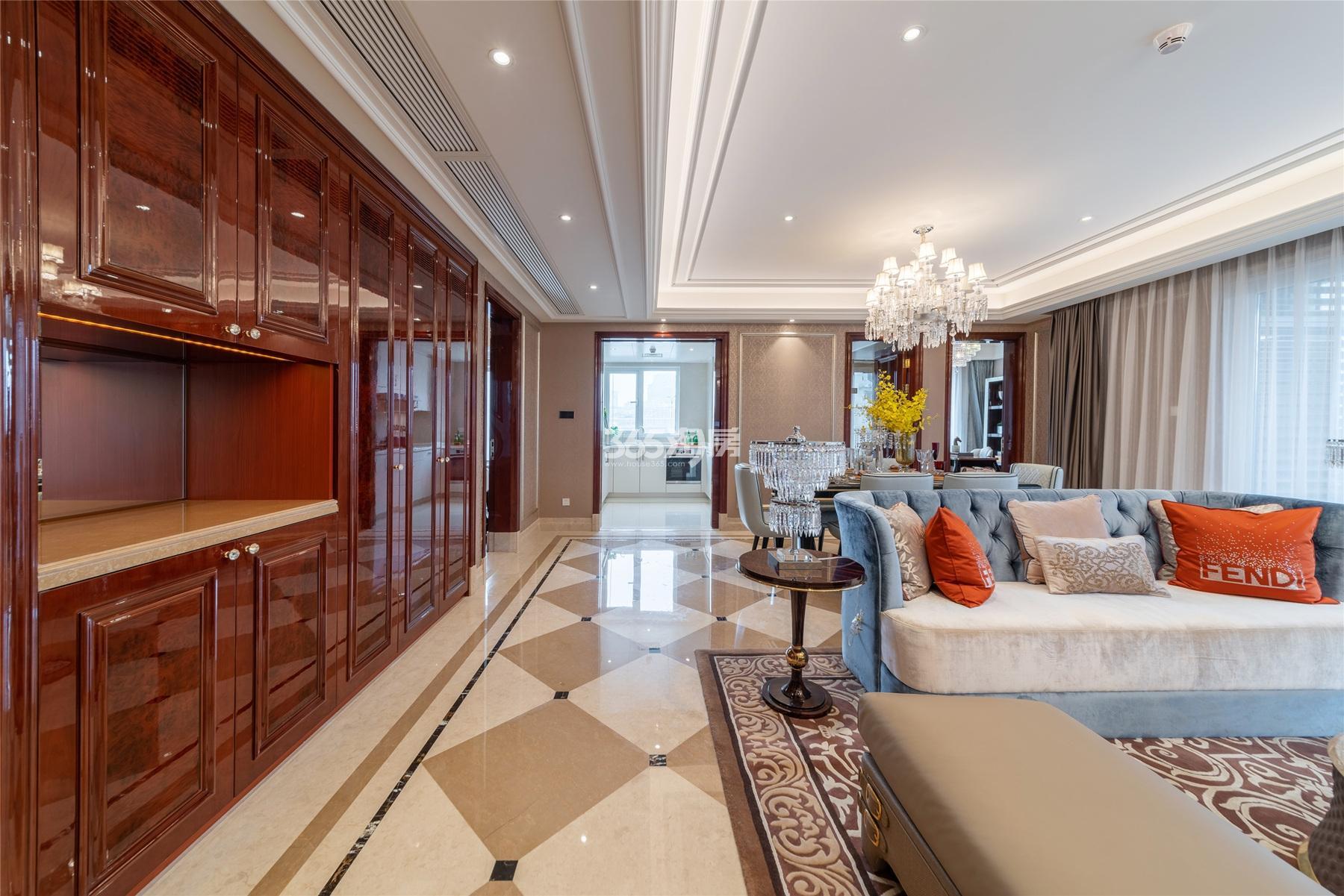 滨江保利翡翠海岸3#191方(D1户型)法式样板房---客餐厅及厨房