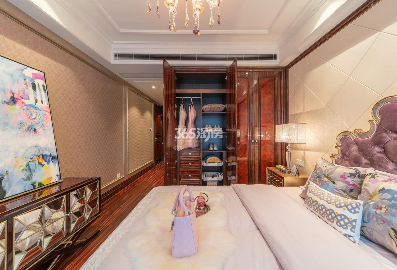 滨江保利翡翠海岸3#西边套159方(C2户型)古典风格样板房---主卧