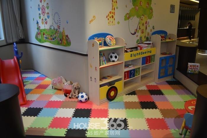 朗诗太湖绿郡售楼处儿童区实景图