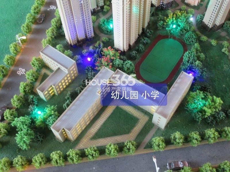 世园大公馆一期幼儿园、小学沙盘实景图(20140409)