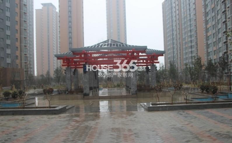 中铁尚都城小区主标识实景图(2014.2.26)