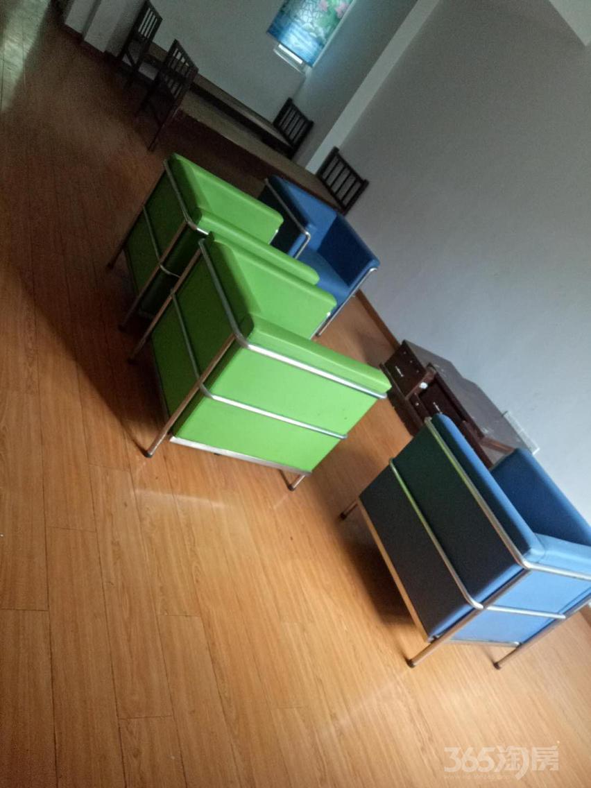 绿野枫景花园3室2厅2卫156平米整租简装