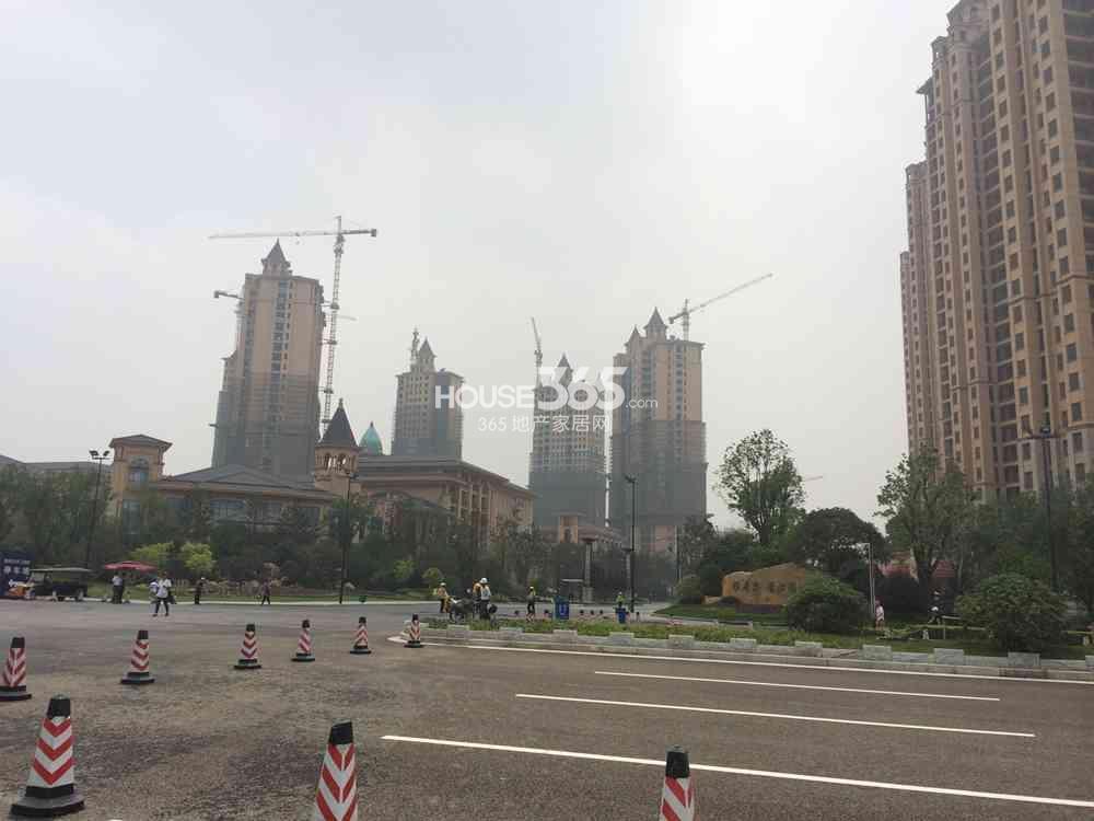 雅居乐滨江国际部分大面积楼栋已出外立面(7.25)