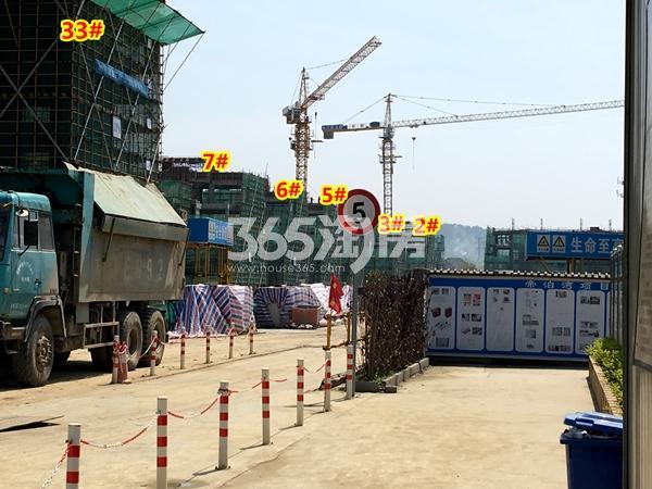 新力帝泊湾2-7#叠墅、33#楼工程进度实景(2018.4摄)