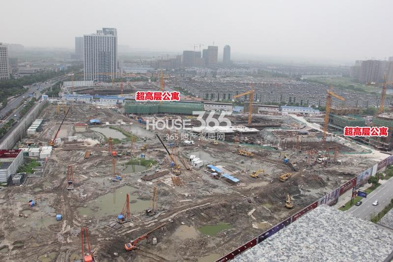 理想银泰城项目超高层公寓施工进程(2014.8)