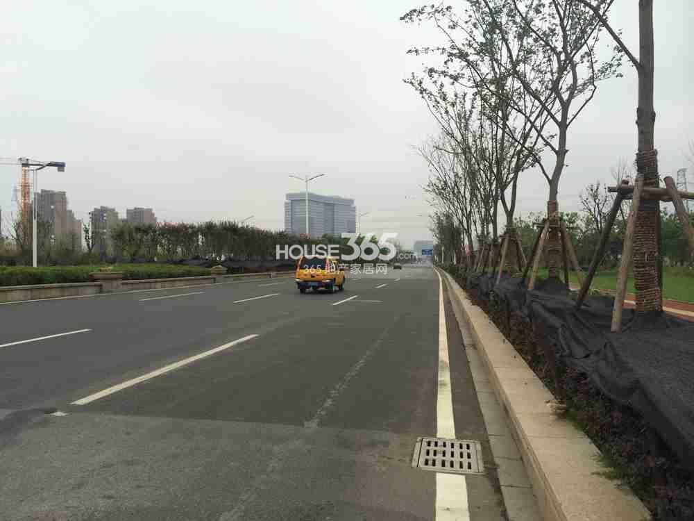 东方万汇城附近总部大道实景图(9.24)