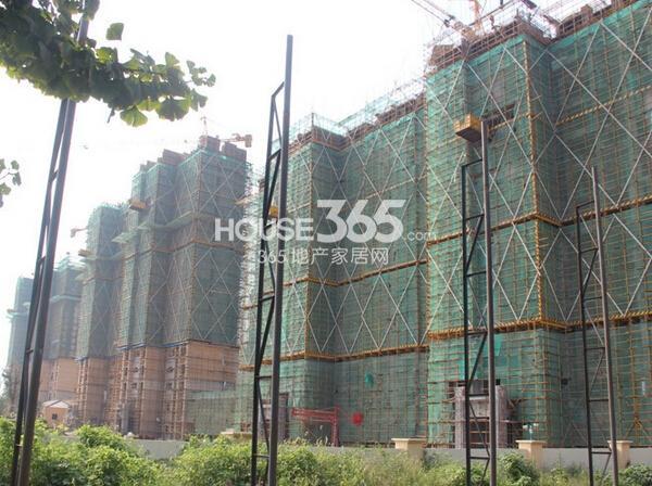 雅居乐中心广场住宅工程实景图(2014.9 摄)