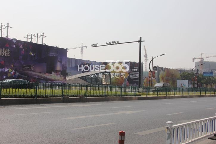 理想银泰城项目整体施工现场(2014.10)