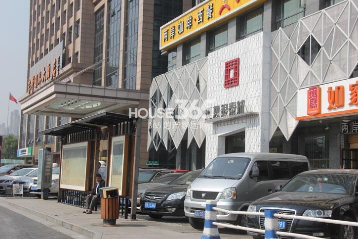 理想银泰城项目现场售楼处(2014.10)