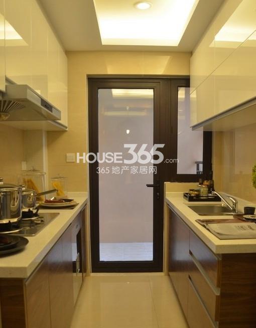 雅居乐中心广场129平样板间厨房