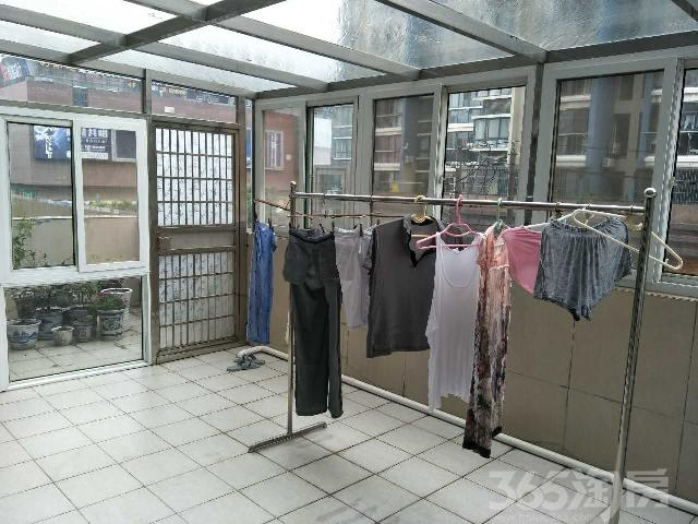国飞尚城D区2室2厅1卫106㎡满5年唯一产权房精装
