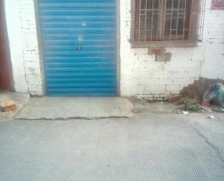 一楼30平方仓库出租有卷闸门。