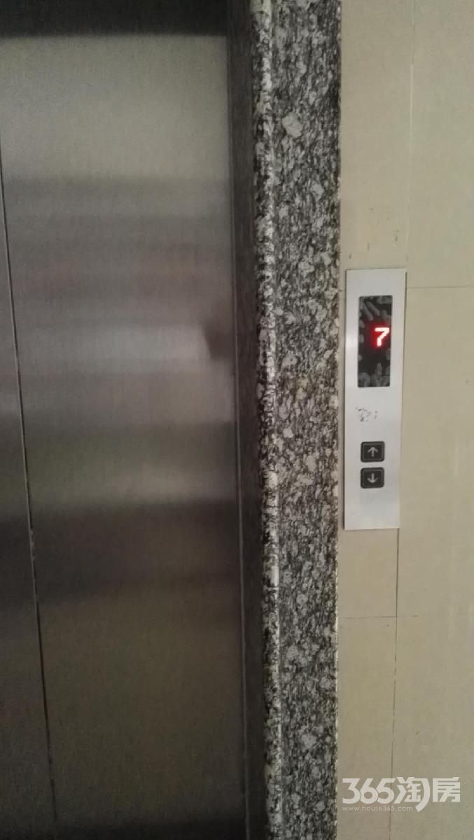 东方瑞景苑3室2厅2卫129.8平方产权房精装