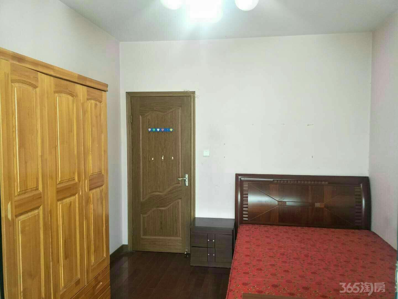 湖东邻里中心、圆融购物中心、东湖大郡二期4室2厅2卫精装出租