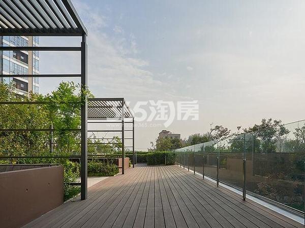 万科大明宫小区休闲角实景图(2017.11.02)
