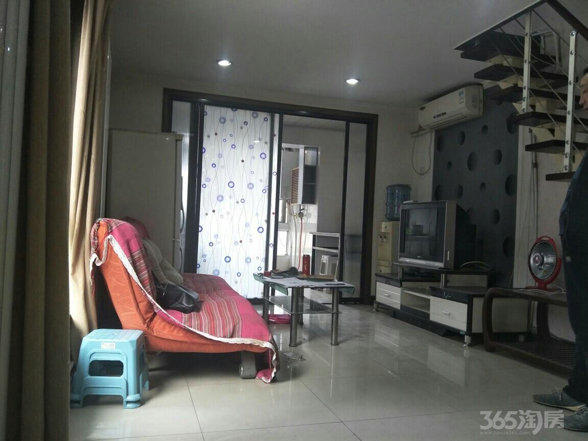 上城LOFT2室1厅2卫80平米整租中装