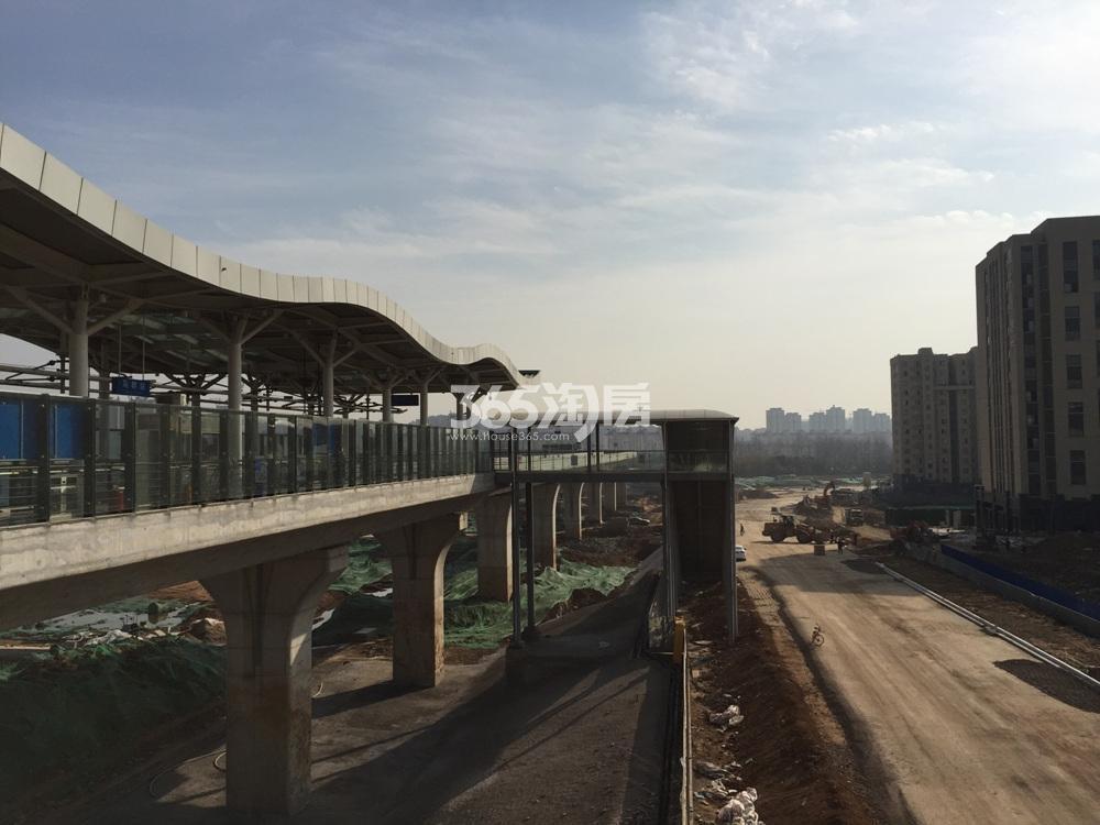 中垠紫金观邸东面有轨电车站点施工实景图(1.24)
