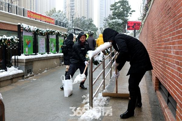 万科海上传奇初雪清扫活动(2018.1摄)