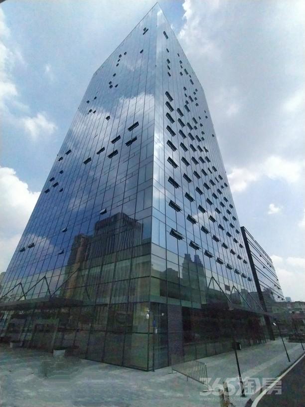 望潜CBD华地金融中心140平全新精装对电梯口租赁中
