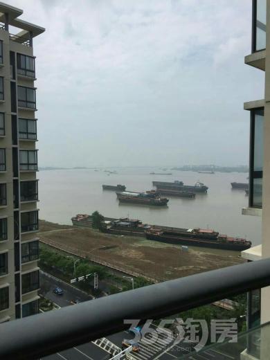 长江长现代城3室2厅2卫133平米合租精装