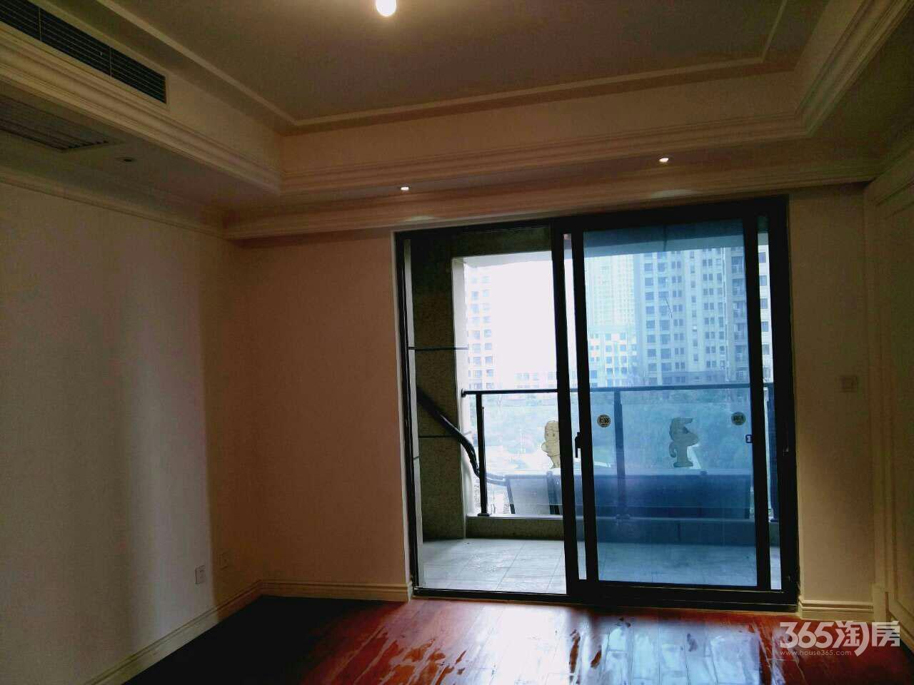 苏宁悦城一期3室2厅2卫144平方产权房精装
