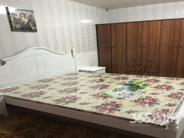 清凉新村一楼1室1厅1卫中等装修实施齐全出租