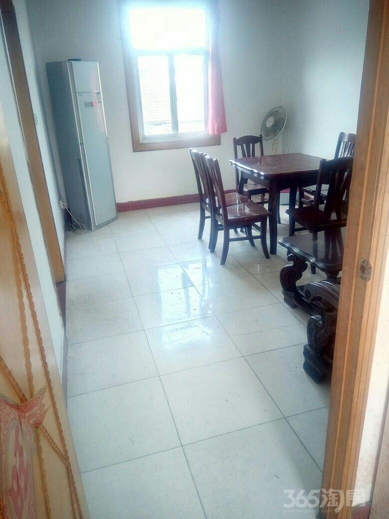 2室1厅小区房出租家电设施齐全。