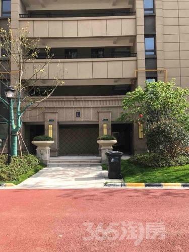 保利中央公园3室2厅2卫110平米精装产权房2018年建