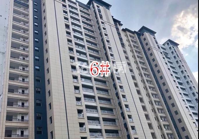 蓝光雍锦里高层6#楼实景图(2018.8 摄)