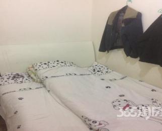 明月嘉苑3室2厅2卫6�O整租简装
