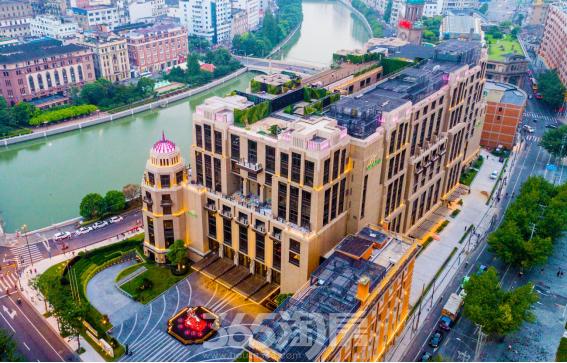 (上海苏宁宝丽嘉酒店融合古典主义与现代切割的艺术外观  365淘房  资讯中心)