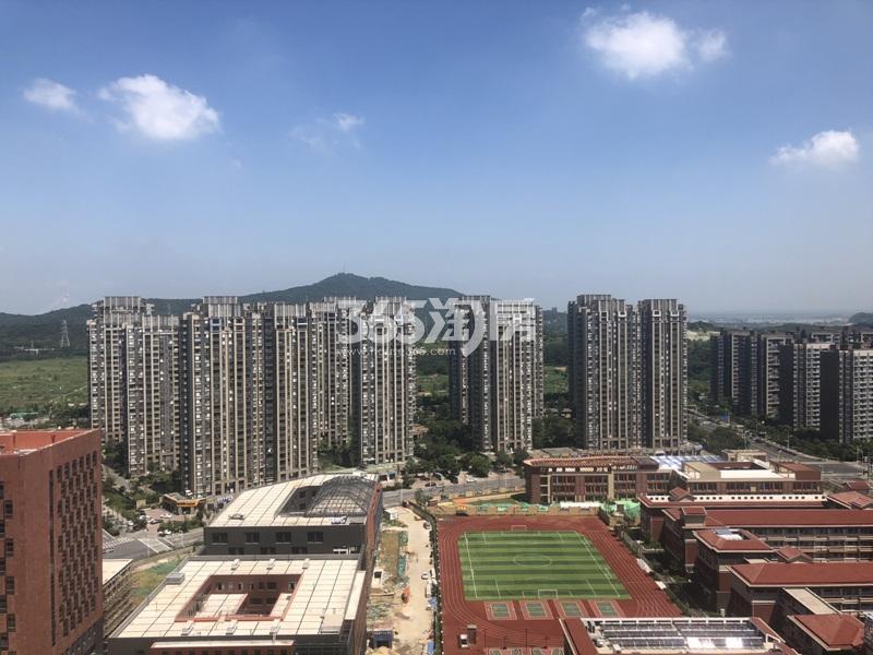 高科荣境附近在建的社区中心实景图(8.24)