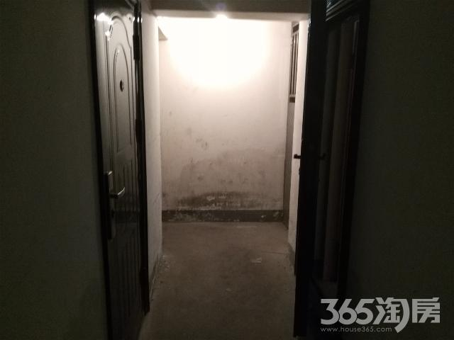 申元街小区架空层24平米有电有防盗门400/月
