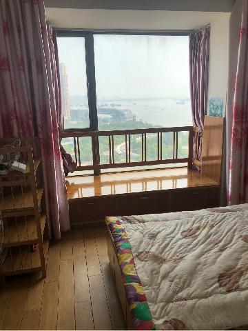 世茂滨江花园高层精装2房.全套设施家电.拎包入住