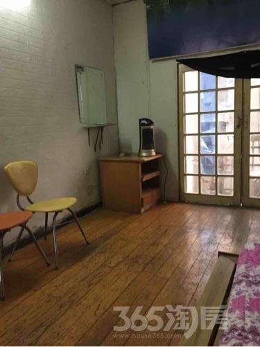 张公山三村1室1厅1卫45平米中装产权房2000年建满五年