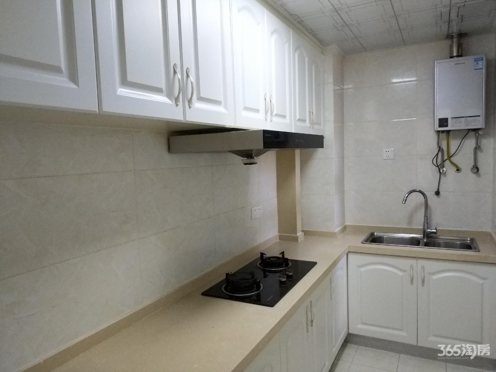 东城豪庭2室2厅1卫79平方产权房精装